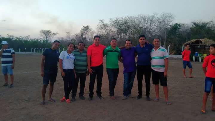 Prefeito participa de final de campeonato de futebol em Curralinhos