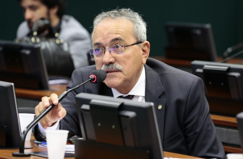 PSB expulsa Átila Lira por votar a favor da reforma da Previdência