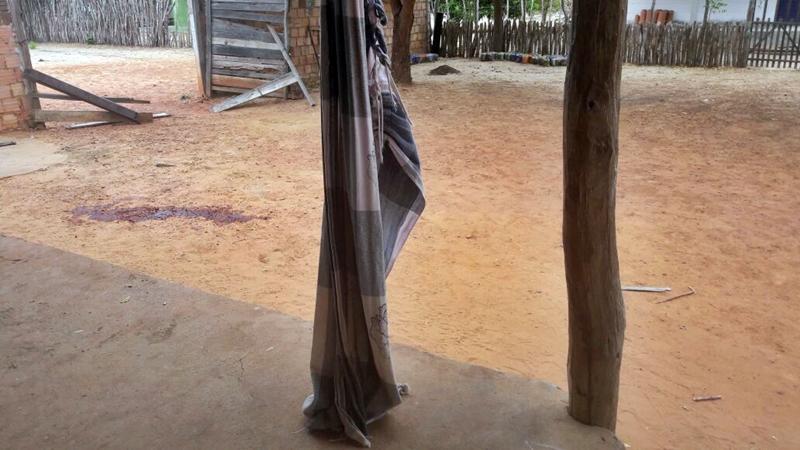 Homem invade casa e esfaqueia vizinho no Piauí