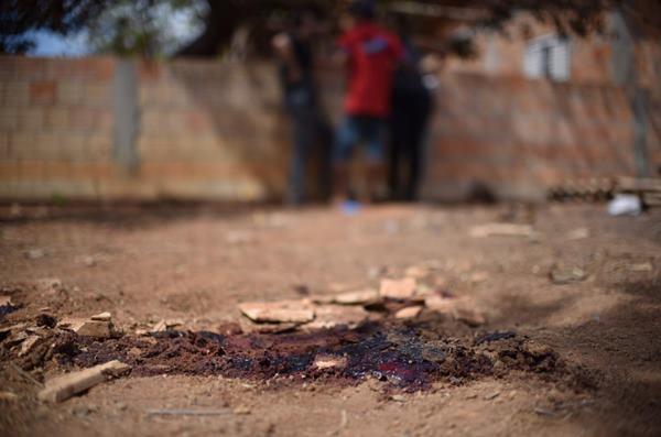 Homem e mulher são mortos após chamarem dona de festa de 'vagabunda'