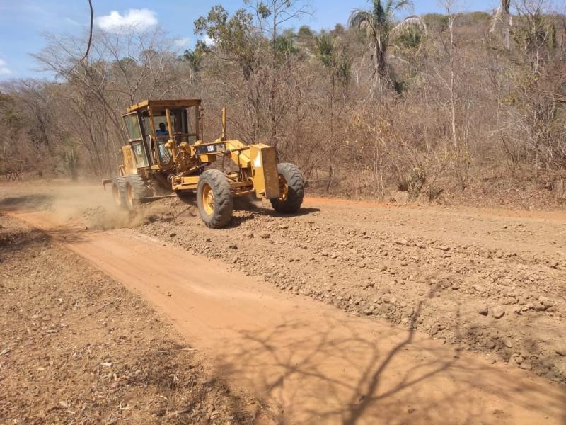 Prefeitura de Monsenhor Gil recupera estradas do Cocal e Sítio do Cocal