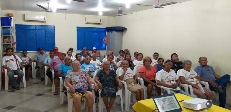 Cras de Lagoinha do Piauí realiza mais uma reunião com grupo de idosos