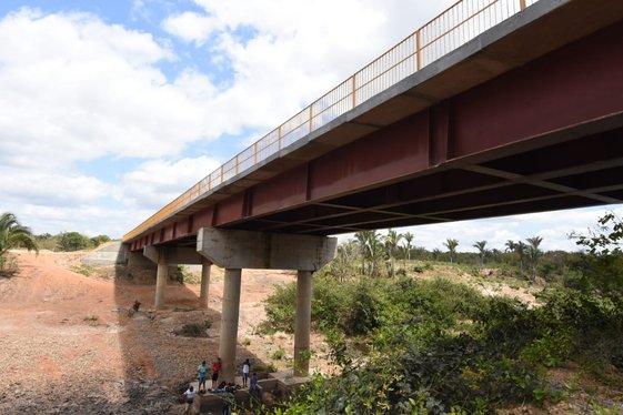 Governador inaugura ponte sobre o rio Gameleira, zona rural de Pau D'arco
