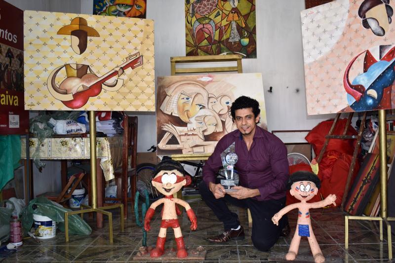 Artista plástico Neto Saraiva fará exposição com 10 mil obras em desenho