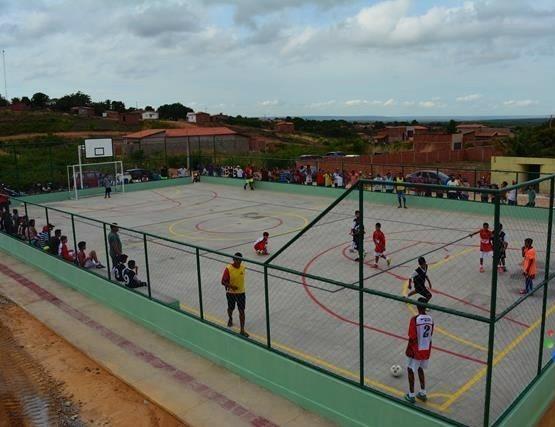 Prefeitura de Pimenteiras inaugura quadras no interior e na cidade