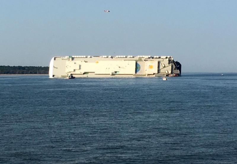 Navio tomba e deixa desaparecidos na costa dos EUA