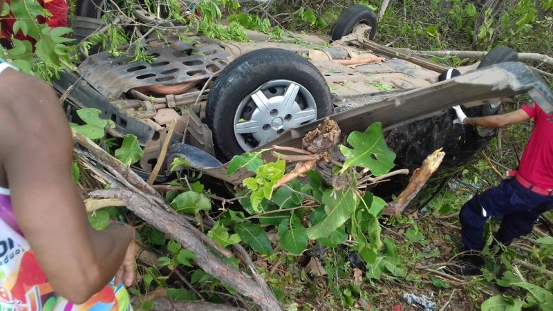 Mulher morre e cinco ficam feridos em acidente automobilístico na PI 113 entre Barras e Cabeceiras