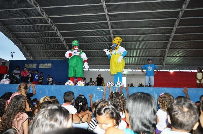 Prefeitura de  Avelino Lopes distribuiu presentes de Natal ao público infantil