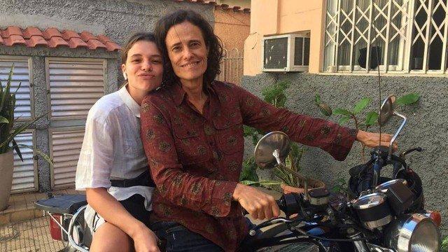 Zelia Ducan faz par com Bruna Linzmeyer em filme com temática LGBT