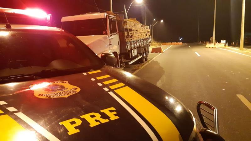 Caminhão com madeira irregular é apreendido na BR-316