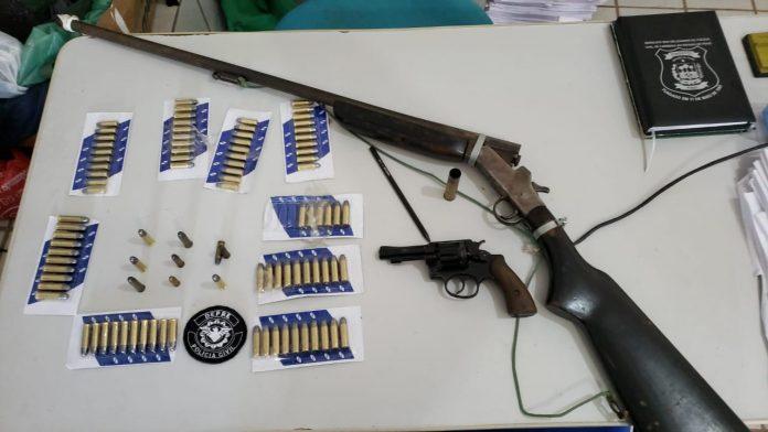 Operação da DEPRE apreende armas e munições em São João do Arraial
