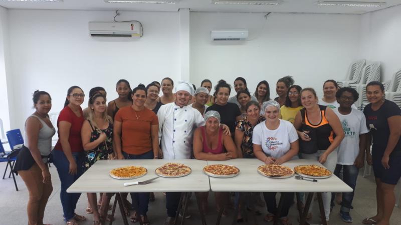 Curso de Pizza e de Confeitaria são oferecidos pela Assistência Social