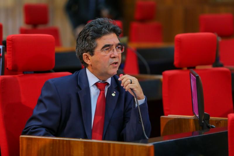 Deputado rebate oposição e diz que W. Dias equilibrou as finanças do PI