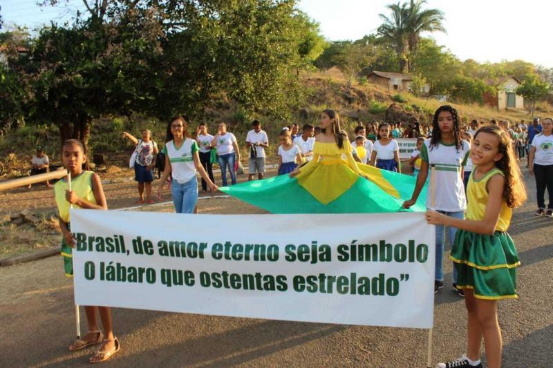 Santa Cruz dos Milagres realizou desfile cívico. Veja imagens!