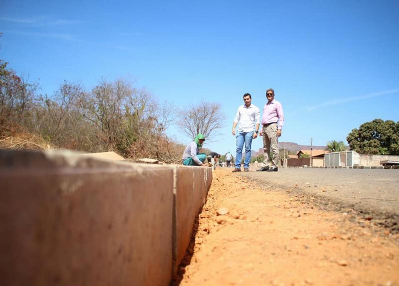 Prefeitura de Corrente transforma o Município em canteiro de obras