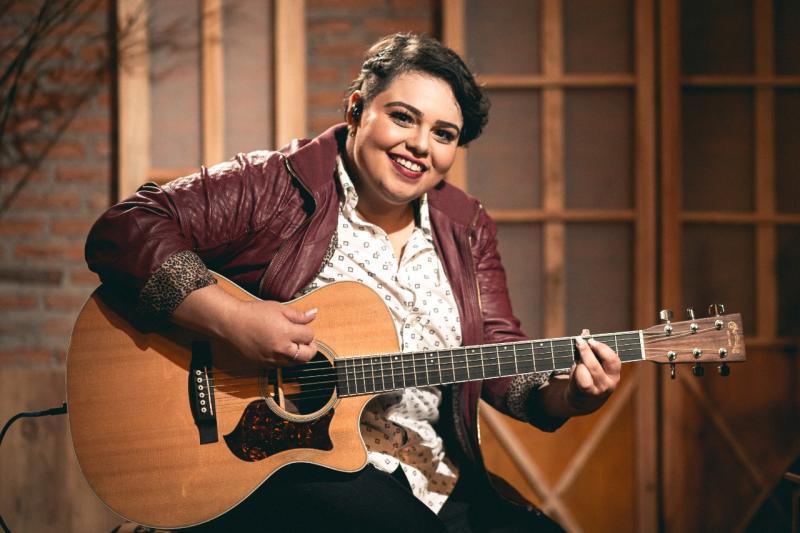 Cantora sertaneja Carol Baby lança carreira em Teresina