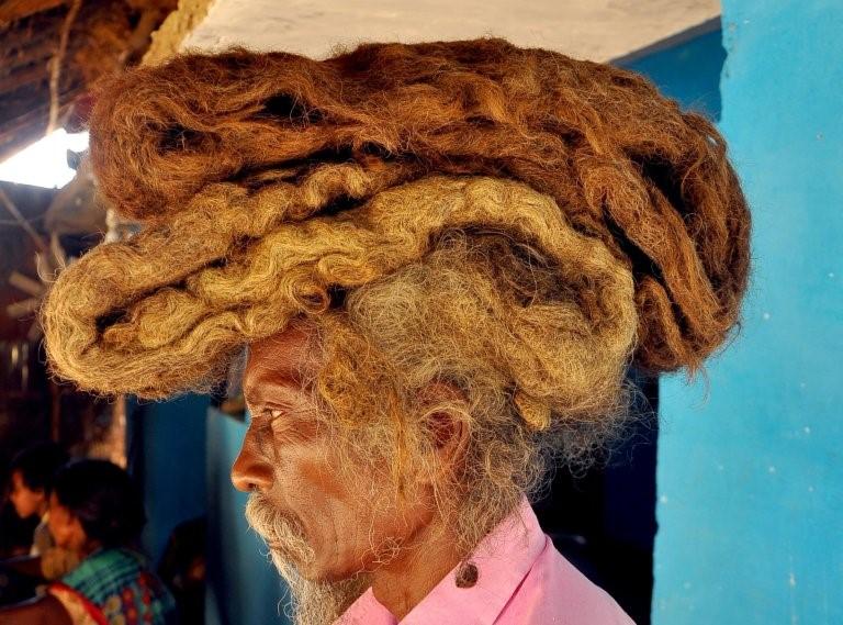 Homem não lava o cabelo há 40 anos e acredita ser bênção de Deus