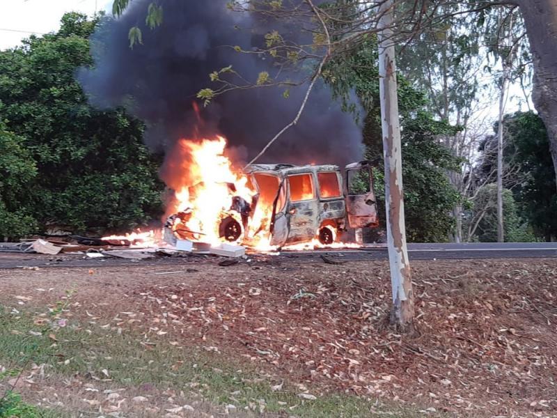 Veículo pega fogo após colisão e deixa mortos no Maranhão
