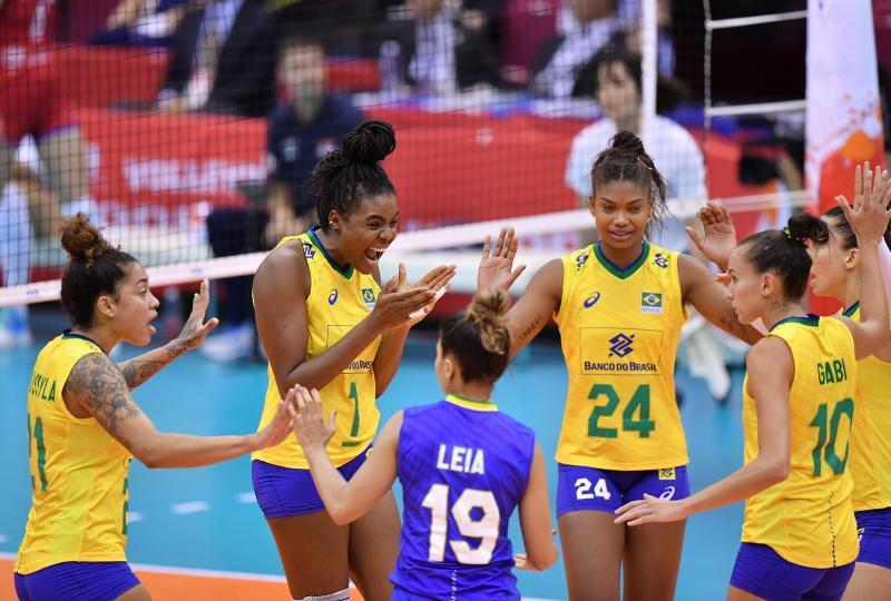 Brasil derrota a Sérvia na estreia da Copa do Mundo de vôlei no Japão