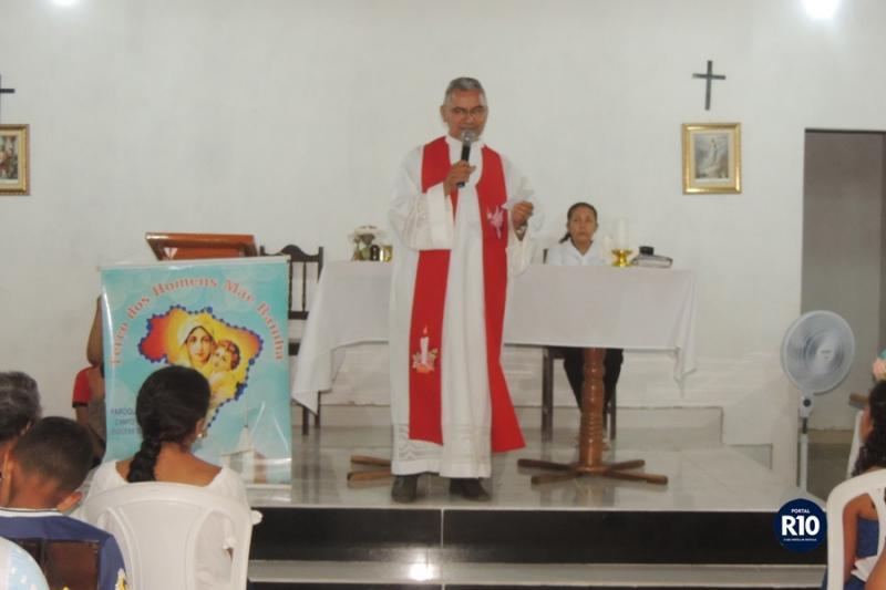 Pe. Eduardo preside Missa em ultima noite dos festejos de N. Sra das Dores