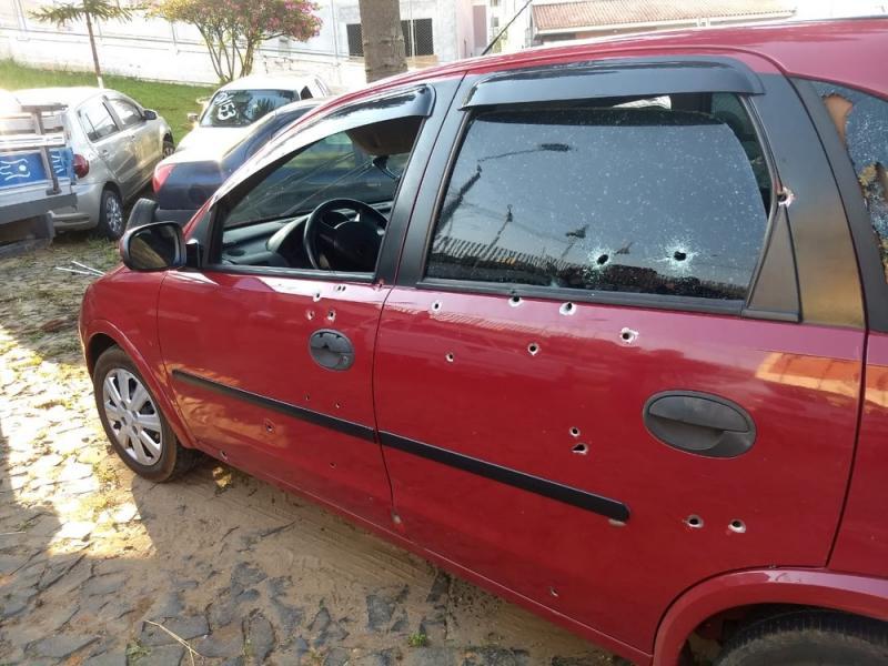 Casal e criança são mortos com cerca de 50 tiros dentro de carro