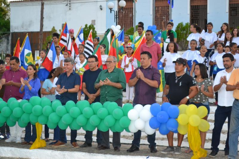 Monsenhor Gil | Desfile cívico é realizado e atraiu multidão