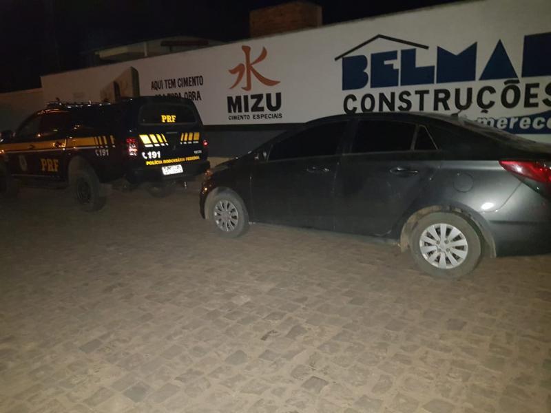 Polícia recupera carro roubado que estava sendo vendido na internet