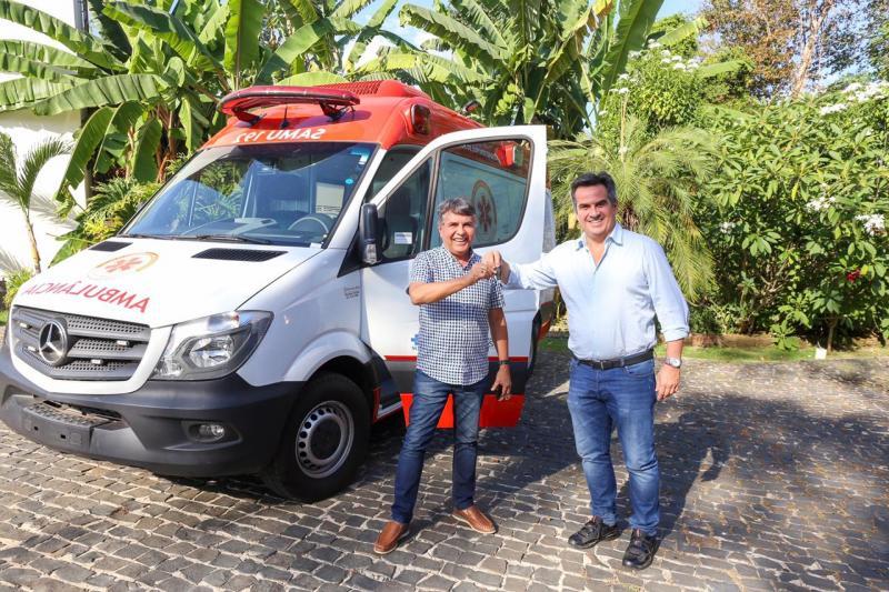Monsenhor Gil recebe ambulância para atendimentos do SAMU