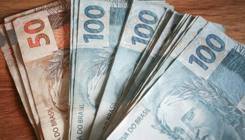Equipe econômica de Bolsonaro avalia congelar salário mínimo