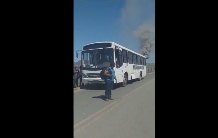 Vídeo: ônibus que transportava alunos da UFPI quase pega fogo