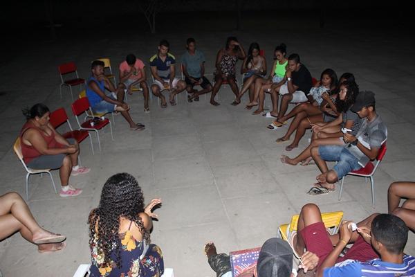 Roda de conversa com adolescentes do Centro de Convivência de Colônia
