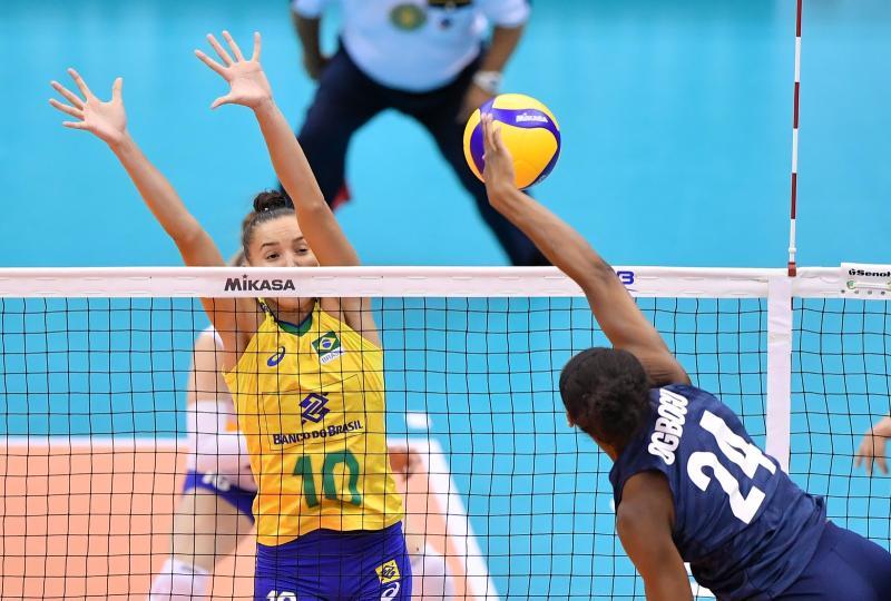 Brasil joga mal e é dominado pelos EUA na Copa do Mundo de vôlei