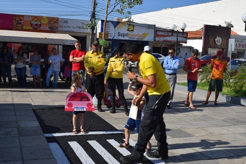 Ação sobre educação no trânsito é realizada no centro de Picos
