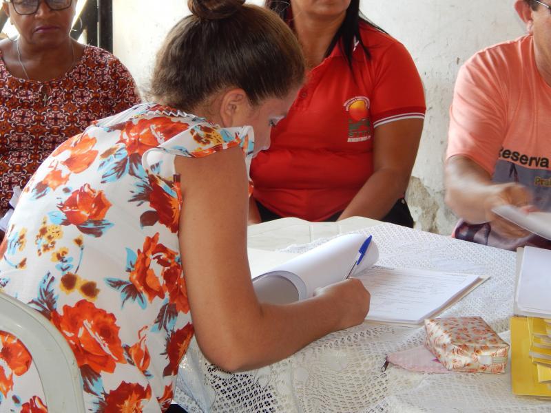 Sindicato reúne associados para assinarem contratos de posse