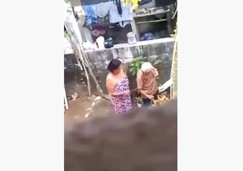 Vídeo mostra mulher agredindo a própria mãe de 76 anos