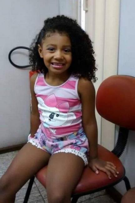 Menina de 8 anos morre após ser baleada durante ação da PM