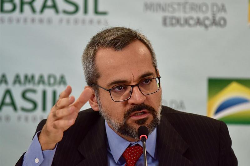 MEC quer contratação de professores universitários sem concurso