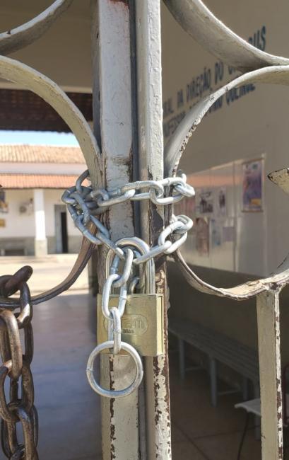 Campus da UESPI tem aulas suspensas e portões trancados
