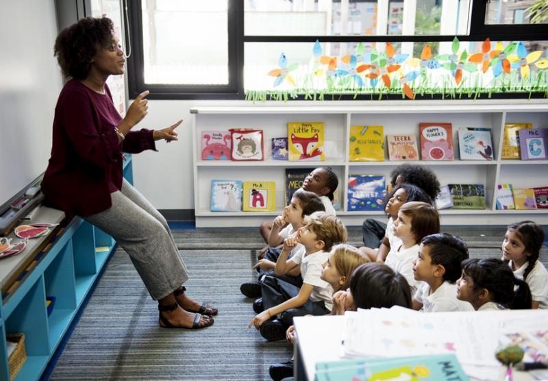 Profissionais da educação têm à disposição cursos online e gratuitos