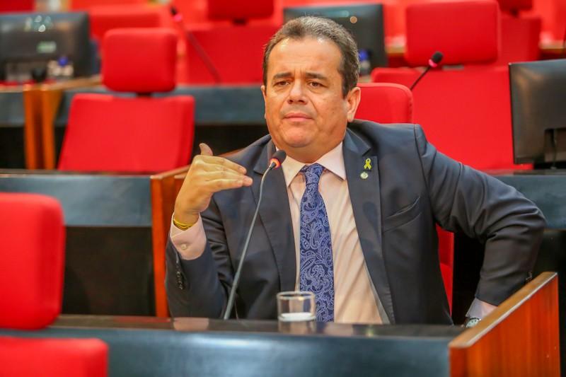 Deputado Henrique Pires chama senador de 'diarreia eleitoral'