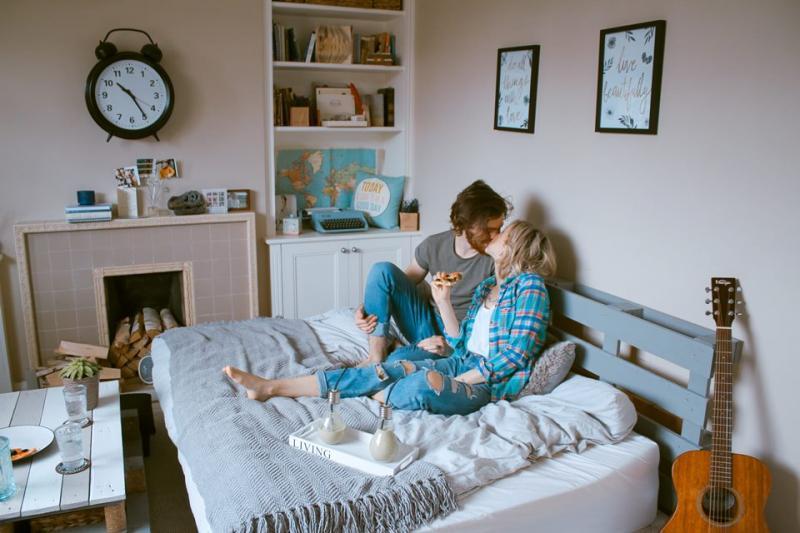 Transar com o ex faz bem e pode ajudar a superar término