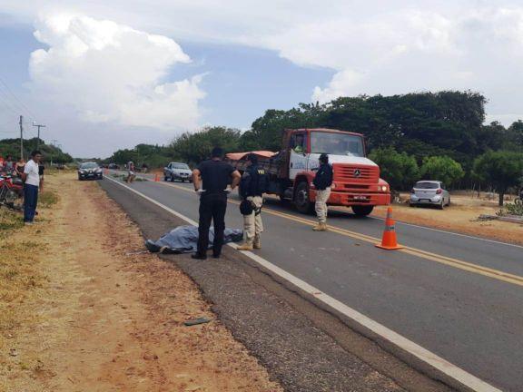 Idoso morre atropelado por carro na BR-402 em Parnaíba