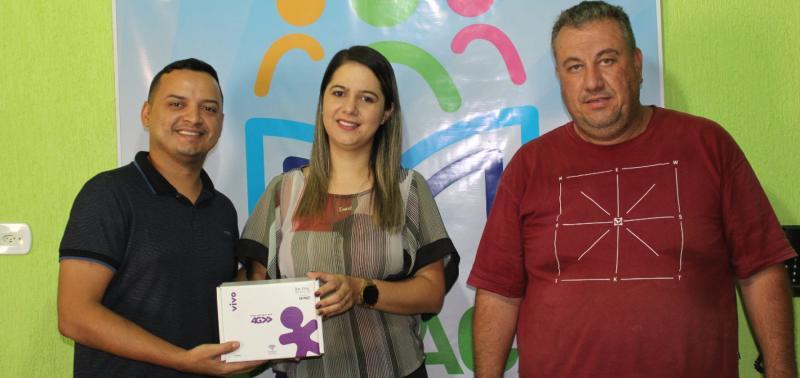Foto: Coordenador Railton Pinheiro ao lado da secretaria Erica Carvalho e do Técnico de informática Luciano Stern.