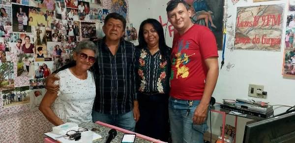 Prefeita e assessores na Rádio Luzes FM
