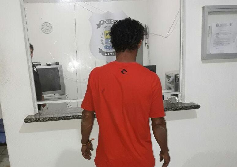 Homem é preso após agredir a companheira durante festa em praia do Piauí