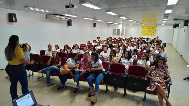 Escolas recebem ações da campanha Setembro Amarelo em Oeiras
