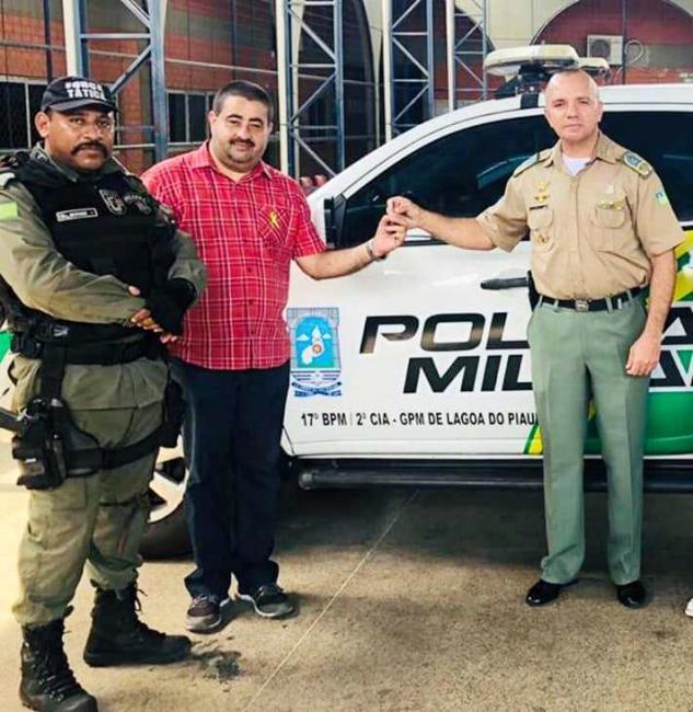 Lagoa do Piauí | Prefeito recebe nova viatura para policiamento na cidade