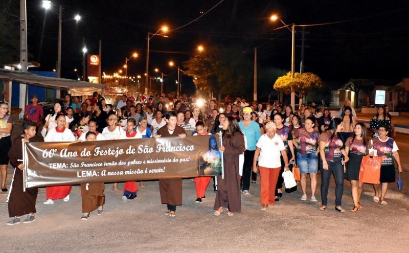 SÃO JULIÃO│Caminhada e missa abrem o 60º festejo do povoado Mandacarú