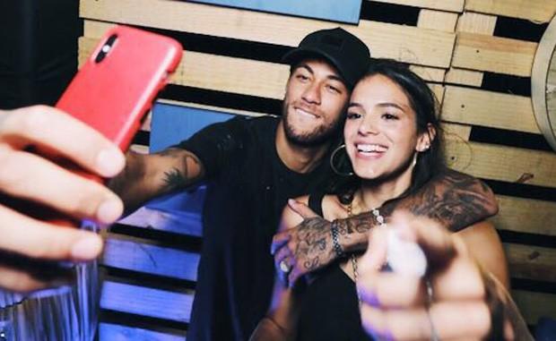 Bruna Marquezine e Neymar retomam namoro durante viagem a Noronha