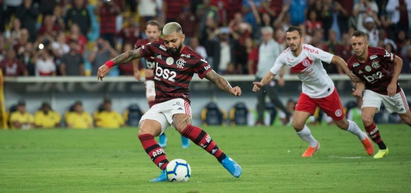 Flamengo e São Paulo empatam na estreia de Fernando Diniz
